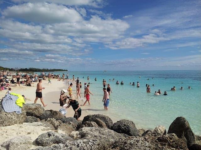 חוף ים בהאמה